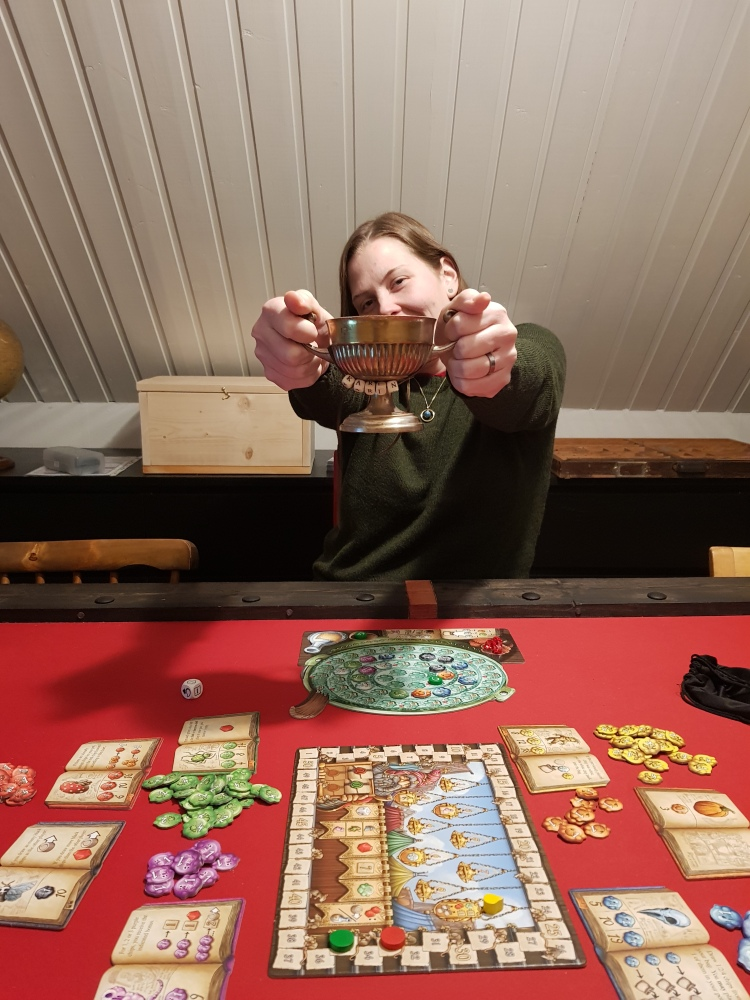 A picture of my better half holding up the little sugarbowl after she won in the Quacks of Quedlingburg.